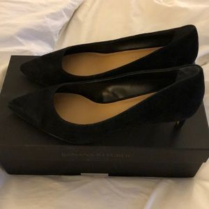 Banana Republic black suede kitten heel pump sz 8